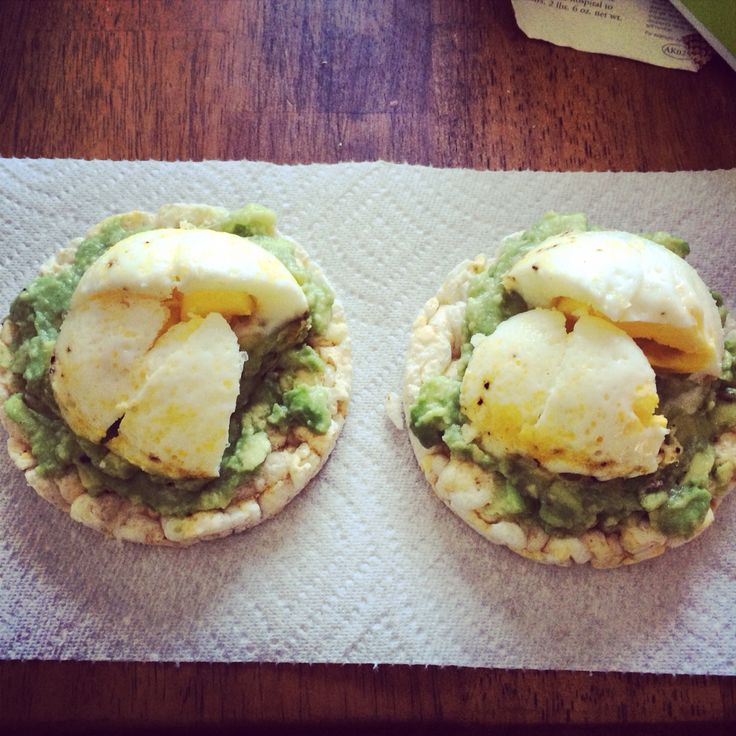 White cheddar rice cake avocado with lemon and salt and
