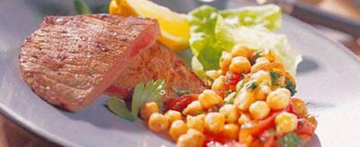 Kalveschnitzel med kikærtesalat