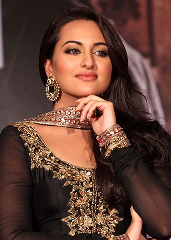 Sonakshi Sinha excited for the re-launch of Shotgun Films! - http://www.bolegaindia.com/gossips/Sonakshi_Sinha_excited_for_the_re_launch_of_Shotgun_Films-gid-36677-gc-6.html
