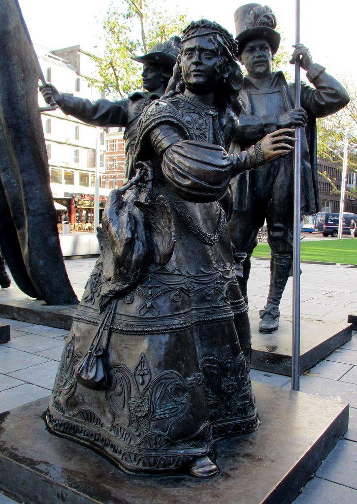 iron maiden torture matryoshka  | Amsterdam Nachtwacht meisje | Amsterdam, Rembrandt. Girl at ...