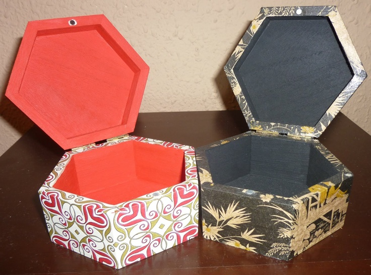Cajas gemelitas forradas con decoupage (roja) y servilleta (negra)