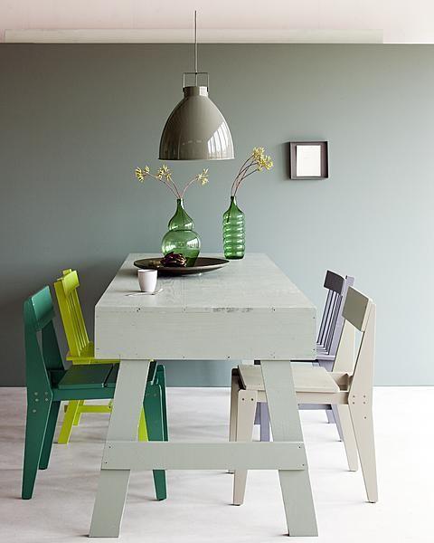De kleur van de muur en lamp!