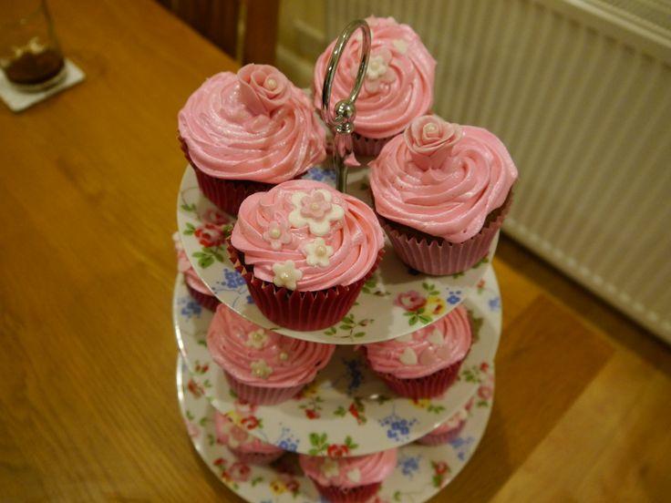 Happy Birthday! Raspberry marshmallow fluff cupcakes