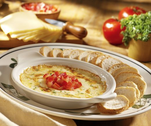 Olive Garden at Home: Smoked Mozzarella Fondue. I LOOOOVE this! So glad I can make this at home now! :)