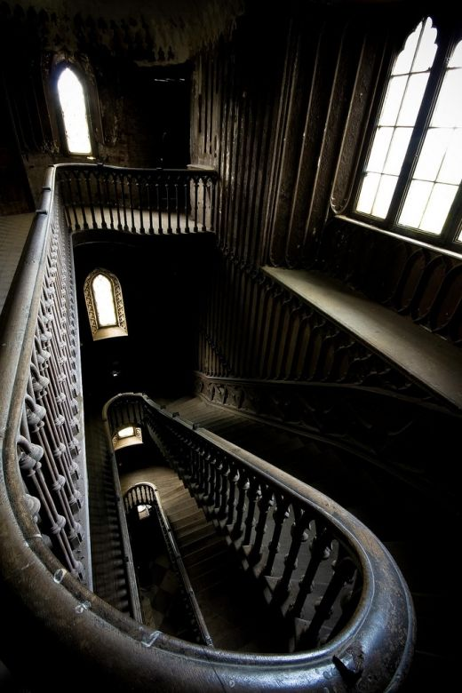 -: Beautiful Stairca, Spirals Stairca, Favorite Places, Stairca Design, Barry Somer, Haunted Houses, Staircase, Gothic Stairways, Architecture