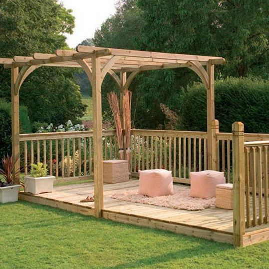 Simple and small freestanding deck decor landscaping for Simple outdoor decks