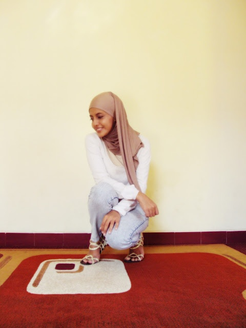 Another simple hijab outfit.
