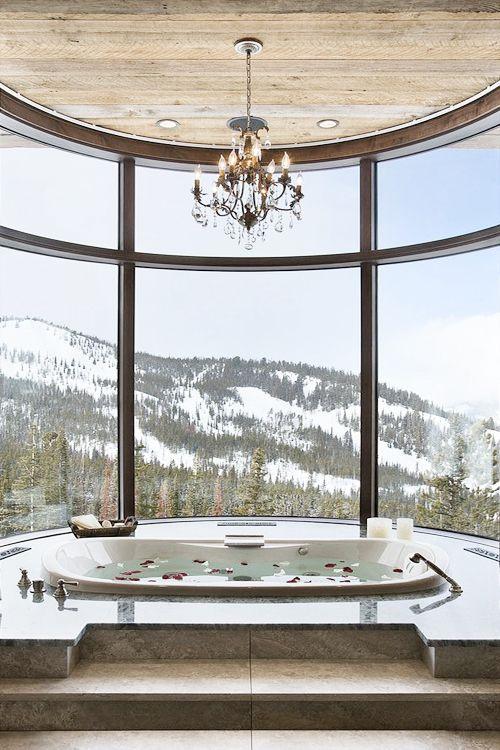 Baignoire luxe avec vue sur la montagne