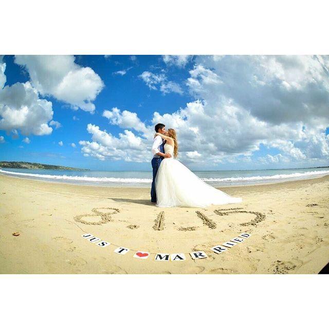 BALI PHOTO SHOOTING1 BALIでの写真もupしていきたいと思います これは午前中のbeach photoで撮ったもの日付を砂に書いて撮りたいって提案 2015.8.1は付き合ってちょうど15年目の記念日❤️偶然この日が土曜日だったというミラクル日本の結婚式は絶対この日!ってすぐ決まりました#交際15年 ガーランド.ドレス.タキシードは日本から持参✈️また詳しく書きます #wedding#weddingphoto#weddingdress#verawang#beach#bali#beachphoto#jimbaranbeach#love#ysbaliwedding#weddingtbt#justmarried#kiss#thetreatdressing#beach#結婚式#海外ウェディング#前撮り#ビーチフォト#フォトツアー#バリウェディング#バリ島#花嫁卒業#リゾ婚#ガーランド#ウェディングドレス#ヴェラウォン#ジンバラン#ロケーションフォト#海外挙式