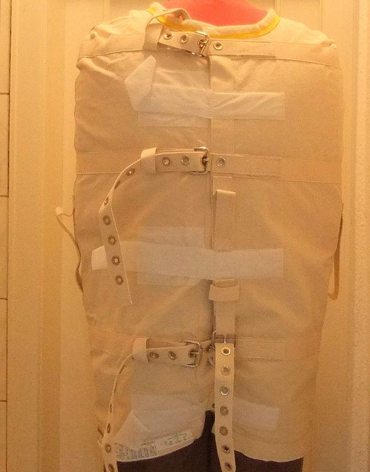 https://flic.kr/p/PqpPGd | Posey Transport Jacket 8120L,Patienten-Fixierung,Psychiatry Straitjacket | Bild aus einem Psychiatriemuseum