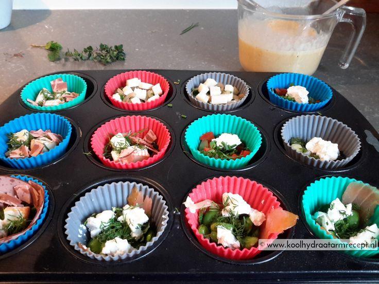 Een stel goed gevulde groenten eimuffins, om te kunnen gebruiken als ontbijt, lekker afwisselend. 4 verschillende combinaties, met veel verse kruiden.