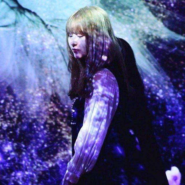 【moe_color0402】さんのInstagramをピンしています。 《. 花霞 . . . . #fashion #art #design #picture #flowers #pink #blue #girl #photography #カメラ女子 #写真好きな人と繋がりたい #花 #女の子 #flowersbynaked #桜 #桜流し》