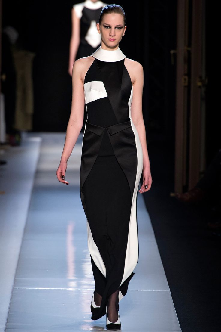 Roland Mouret Fall 2013 Ready-to-Wear Fashion Show - Ros Georgiou (Supreme)