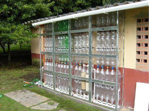 Ekomuro H2O+. Tanque modular vertical para almacenar agua de lluvia para su reutilización, usando botellas PET.