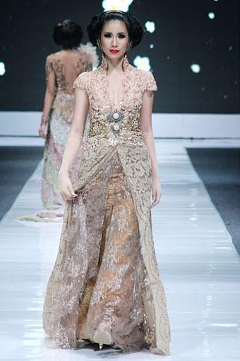 ANNE AVANTIE, batik