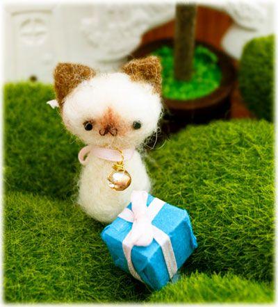 By bobbin4apples: Siam Cat, Cat Beds, Siamese Cats, Needlefelt Kitty, Felt Birthday, Birthday Siamese, Felt Siamese, Needle Felt, Felt Animal