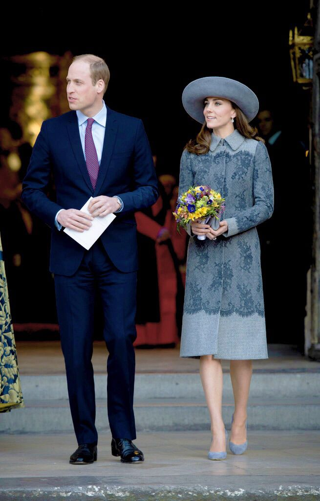 Kate Middleton et le prince William avec le prince Harry en l'abbaye de Westminster, le 14 mars 2016, pour le service du Commonwealth Day. Manteau : Erdem