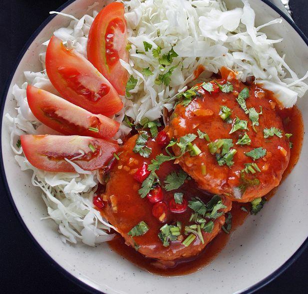 """Si chiamano #Tempeh e sono """"bistecche"""" di #soia tipiche della #cucinaindonesiana a cui vengono aggiunti gamberetti tritati grossolanamente. Sono serviti con una salsa squisita a base di pomodoro, peperoncino, zucchero e coriandolo!"""