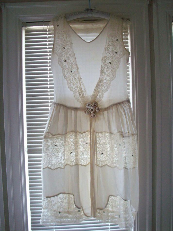 Romantic mini lace vintage wedding dress