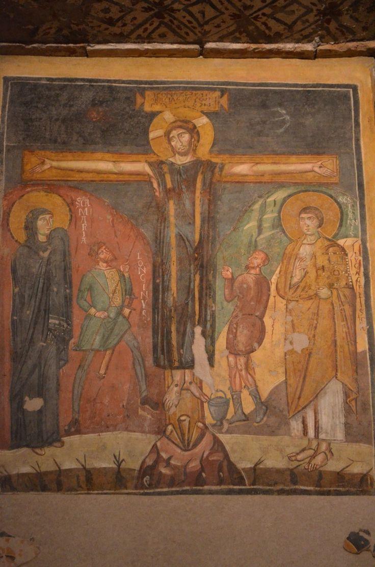 Santa Maria Antiqua, Roma. Affresco della metà del VIII secolo. Crocifissione. Cristo in croce vestito con il colubium, tra la Vergine, S.Giovanni, Longino e un soldato romano.
