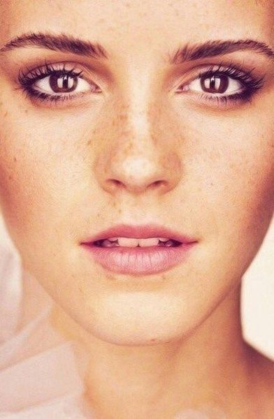 Love this natural makeup look --Freckles