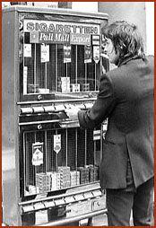 sigarettenautomaat, gelukkig ook met een pakkie drum en vloei