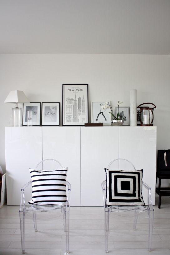 homevialaura | living room | David Ehrenstråhle Monumental Guide to New York | Day Birger Et Mikkelsen cushion | Kartell Louis Ghost