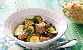 Este râgout de carne com cuscuz é um prato que fica bem em qualquer mesa. Opte por usar carne de novilho Angus, que dará um sabor inconfundível ao prato.