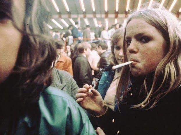 Amazing Color Photography of Street Scenes of Amsterdam in 1975 by Ed van der Elsken