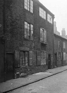 Numbers 20 - 36 Bromley Street. One of the many slum streets between Nottingham city centre and Sneinton. Taken in 1914.