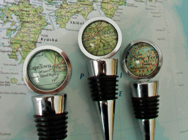 This heavy weight, food grade bottle stopper fits all standard wine bottles and the silicone seal makes it a perfect fit. It features a map location of your choice under a crystal clear glass dome..... not plastic resin. The glass enclosed map por...