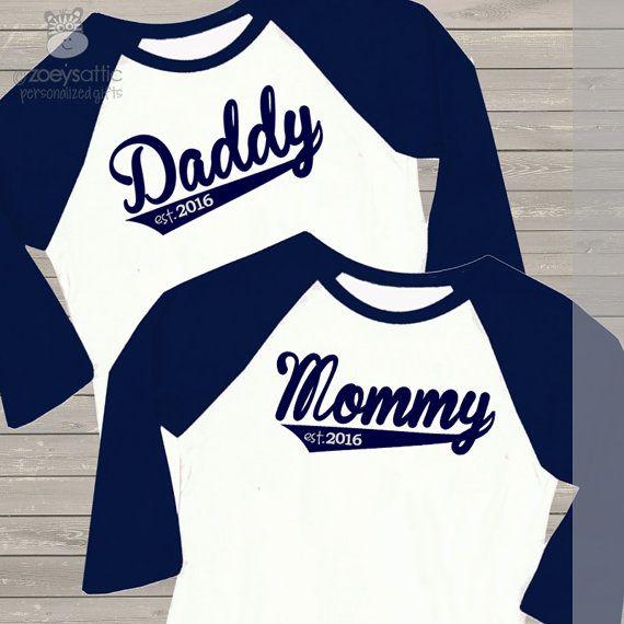 Papá / mamá camiseta set personalizado año por zoeysattic en Etsy
