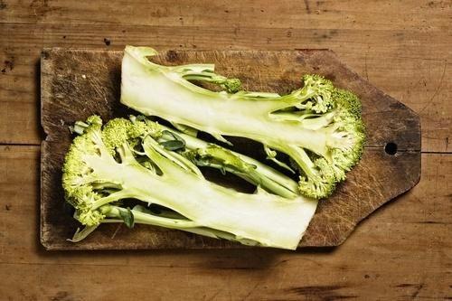 Qual é a maneira correta de comer brócolis para aproveitar seus nutrientes?