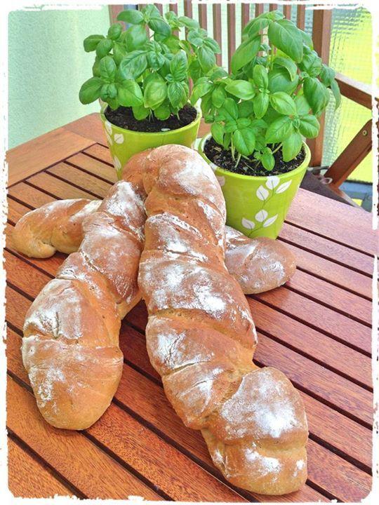 Kořenový chléb s cibulkou a lněným semínkem