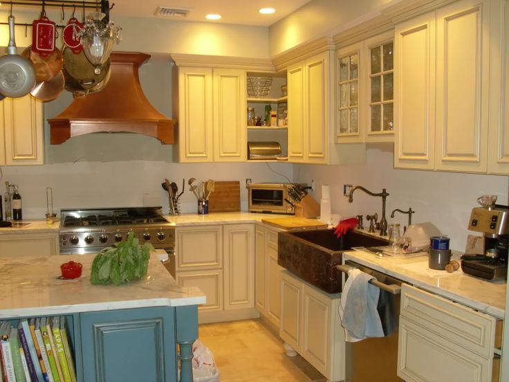 Blue Cream Yellow Kitchens Have Pale Yellow Cabinets With A Blue Island I Still