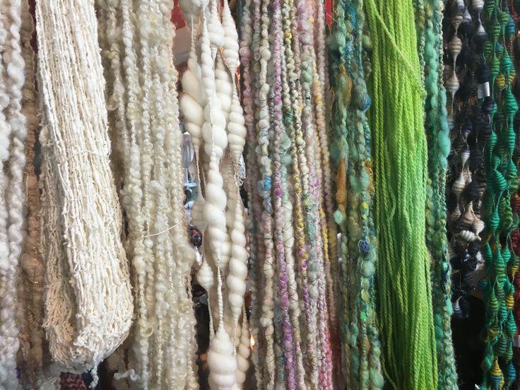 Bijzondere wol soorten zijn volop te vinden op de KNIT&KNOT beurs. Van merino en alpaca tot bijzondere felle kleuren. Op zoek naar meer inspiratie? Kom dan langs op de KNIT&KNOT beurs.