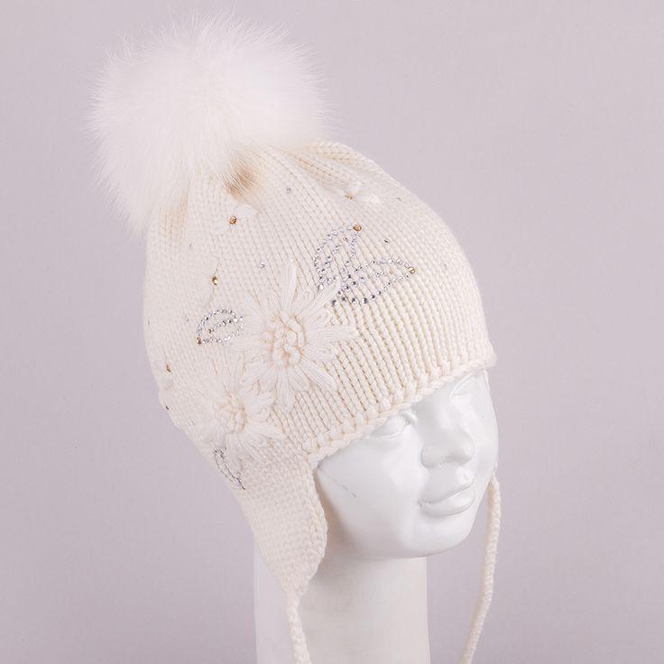 Oryginalna czapka TuTu Unique w całości ręcznie robiona i wyszywana z kryształami Swarovskiego.