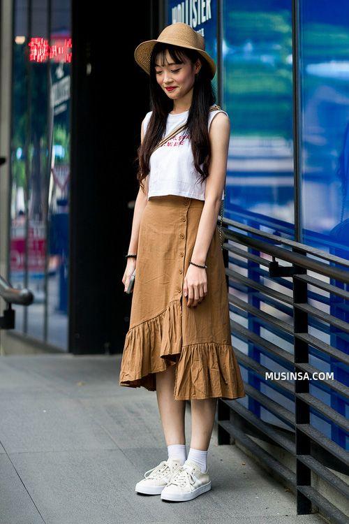 Áo phông và chân váy: combo thần thánh làm nên street style đẹp mê ly của giới trẻ Hàn thời gian này - Ảnh 8.