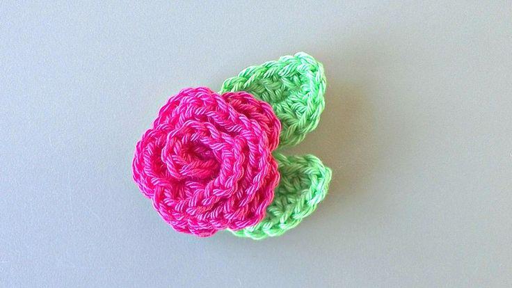 Leuk klein roosje om op een vaasje te zetten of aan een cadeautje te maken.   Het is een klein werkje, leuk om te doen en ziet er fleur...