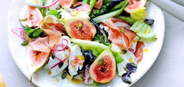 Salade met burrata, vijgen, parmaham en sinaasappeldressing (voorgerecht 4 personen) Ingrediënten • sap van 2 sinaasappels • 2 el honing…