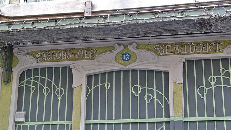 Paris 6e - Félix Potin - Angle des rues de Rennes et Blaise-Desgoffe : vitrine de la rue Blaise-Desgoffe .