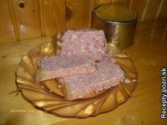 LUNCHMEAT - domáci - Mäso pomelieme na strednom mlynčeku, pridáme varené kože premleté na hustom mlynčeku, vajcia mlieko, prelisovaný... Recepty pre každodennú kuchyňu s fotografiami.