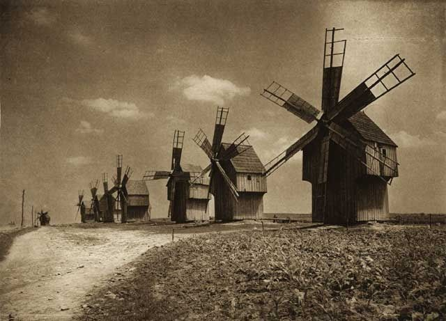 """Photos are taken from the book """"Romania: nature, buildings, folk life"""" Kurt Hielscher , Leipzig, 1933, with a preface signed Octavian Goga.  Mori-de-vant-in-Basarabia - case traditionale romanesti"""