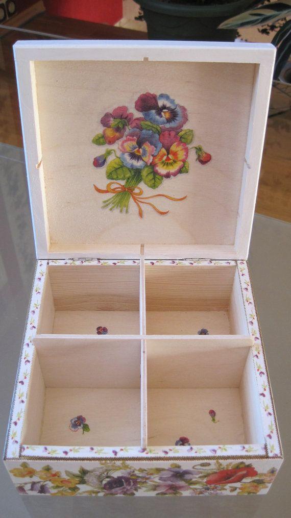 Caja para bolsitas de té! Un regalo perfecto para usted o sus seres queridos! t es personal hecho a mano y solamente un solo modelo. Dimensiones 16 x 16 cm x 7,5 cm. Gracias por mirar