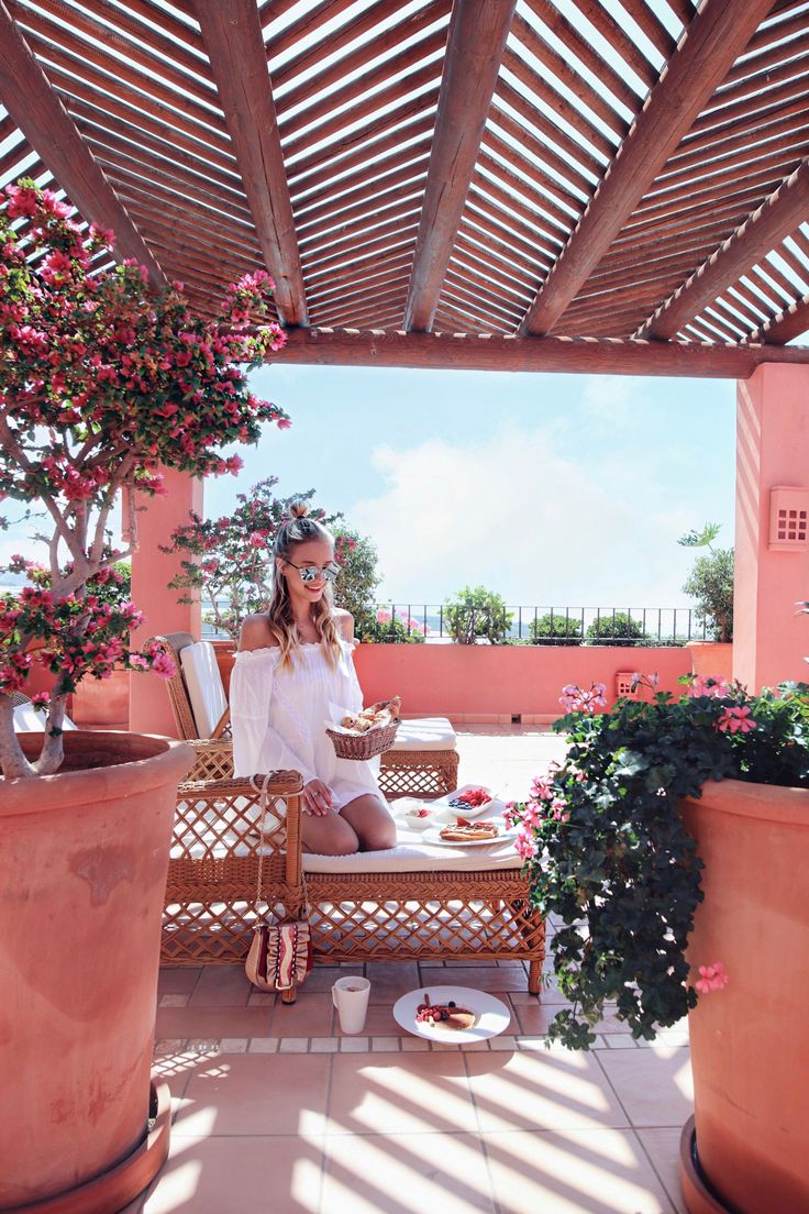 Brekfast and flowers I Tenerife http://www.ohhcouture.com/2017/03/monday-update-46/ #leoniehanne #ohhcouture