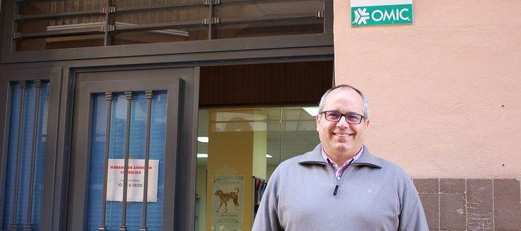 MOTRIL. David Martín explica que la asociación ADICAE será la encargada de informar acerca de este problema el próximo jueves 2 de marzo en el Salón de Plenos del