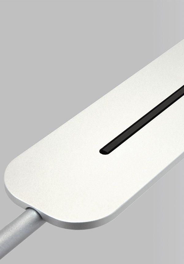 BALMUDA Highwire Smooth | Highwireシリーズだけのミニマルデザイン。光源部はアルミニウムブロックからの削り出しで作られています。