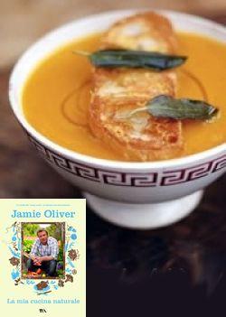 Zuppa succulenta di zucca con i migliori crostini al parmigiano