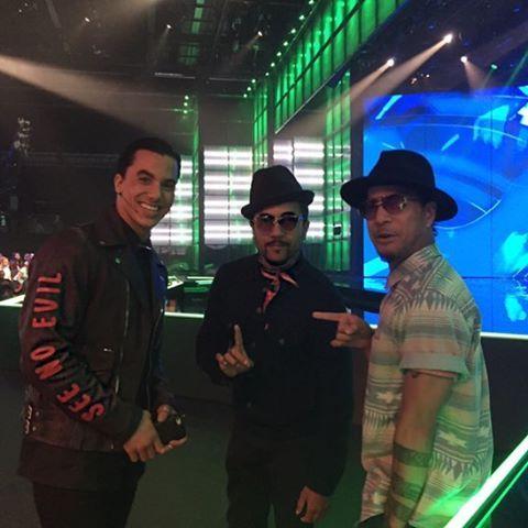 ᴄʀᴀᴢʏ ʜᴏᴡ ᴛʜᴇ ᴜɴɪᴠᴇʀsᴇ ᴄᴏᴍᴘʟᴇᴛᴇᴅ ᴛʜᴇ ᴄɪʀᴄʟᴇ..sᴏ ᴍᴜᴄʜ ғᴜɴ ʜᴀᴠɪɴɢ ʏᴏᴜ ɢᴜʏs ᴏɴ ᴛʜᴇ sʜᴏᴡ…  / From Twitter Timor Steffens (Sept. 24 2016) Timor Steffens with Rich and Tone  Talauega (a.o. choreographers). Timor Steffens danced on their choreography (e.g. Chris Brown's 'Yeah 3 x'), now they are in his show! https://youtu.be/_zMokKAD1fI : Shay Latukolan and Kenzo Alvares worked with worldfamous choreographers Rich and Tone. http://dancedancedance.rtl.nl/item/413