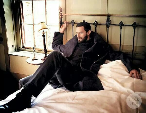 Richard by Sarah Dunn -- She knows how to position him for our lusty gazing!
